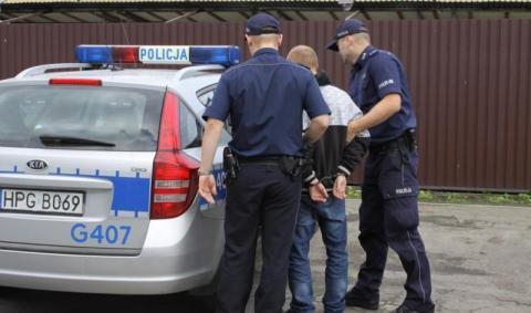Rozbój w biały dzień tuż obok sądeckiego banku. 23-latek jest już rękach policji