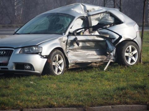 """Wypadek za wypadkiem na """"dzikim rondzie"""" Co zrobić, aby było bezpieczniej?"""
