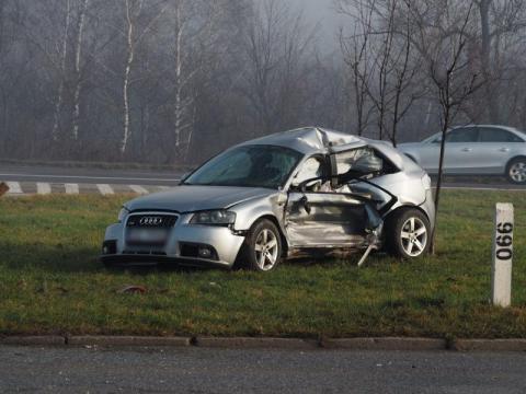 """Znowu! Na """"dzikim rondzie"""" zderzyły się auta. Jedna osoba zakleszczona"""