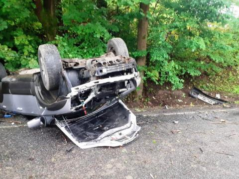 Lipie: po zderzeniu z ciężarówką samochód osobowy wylądował na dachu