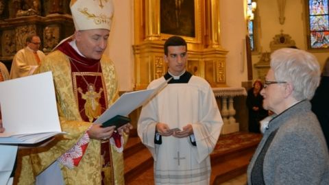 """Małżeństwo z Gołkowic ze złotym medalem """"Dei Regno Servire"""""""