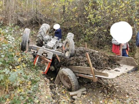 Traktor przygniótł mężczyznę. W ciężkim stanie trafił do szpitala