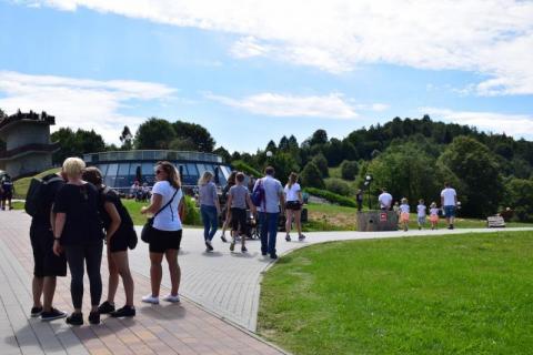czytaj też: Sportowe małżeństwo Juszczaków trenuje przed Biegiem 7 DolinMuszyna: kładki rowerowe jeszcze nie dla cyklistów. Czekają na odbiór budowlany