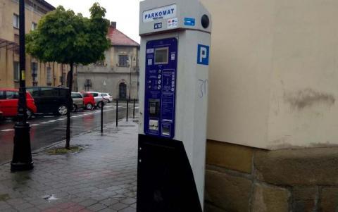 Nowy Sącz: od dziś abonamenty za parkowanie sprzedają po nowemu