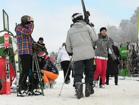 """Nielegalne narty i siłownie. Czy boimy się schodzić do """"covidowego"""" podziemia?"""