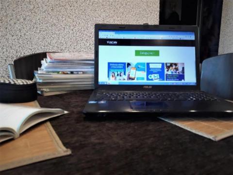Dzieciaki dopiero dostaną laptopy do nauki. Kto im pomoże nadrobić zaległości?