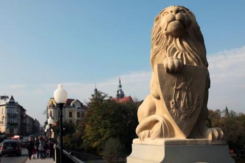 Tajemnica mostu nad Kamienicą: dokąd prowadzi przejście strzeżone przez lwy? [FILM]