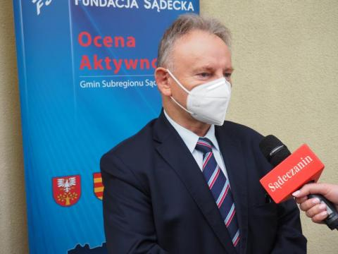 """Burmistrz Jan Golba zaszczepił się jak celebryta? To żaden """"news"""""""