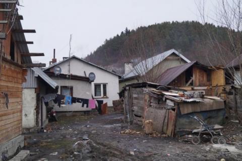 Sądowa wojna o Maszkowice. Cygańskie domy do rozbiórki jak stały, tak stoją