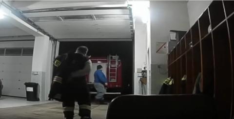Przeżywali koszmar. Strażacy jechali ich ratować jak szaleni. Niesamowity film!