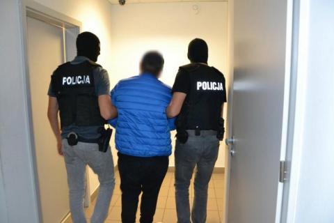 Włamali się do domów. Ukradli pieniądze, biżuterię i sprzęt RTV