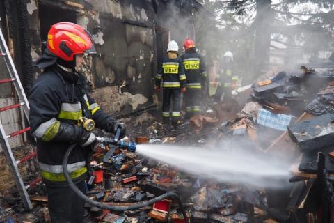 Strażacy przez 4 godziny walczyli z ogniem. Znaleźli zwęglone zwłoki mężczyzny