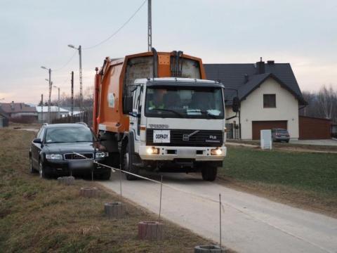 Nie chcą sortowni odpadów przy ul. Zakładników. Grożą, że zablokują drogę [FILM]