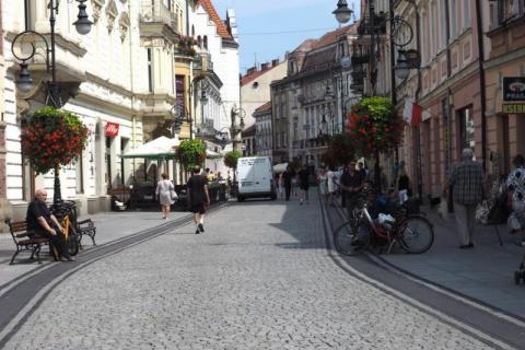 Tak Nowy Sącza widzi Polska cała. Miasto miliarderów i biednych mieszkańców