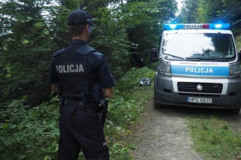 Dramat w Moszczenicy w powiecie gorlickim. Na jednej z posesji znaleziono zwłoki 68-latka. Niestety, pierwsze oględziny wskazują na to, że mężczyzna sam targnął się na swoje życie.