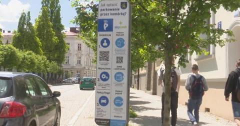 Nowy Sącz: w Urzędzie Miasta zapłacisz kartą! Kiedy pojawią się parkomaty na kartę?