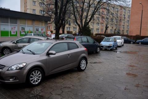 Parkingowy problem pod oknami Straży Miejskiej