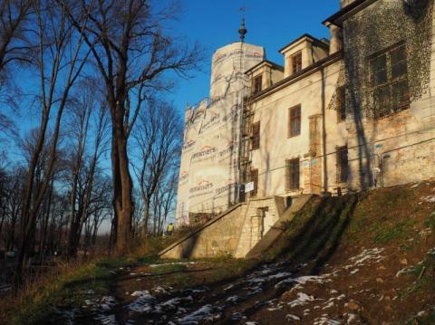 Ale metamorfoza wieży pałacu w Nawojowej. Tego się nikt nie spodziewał