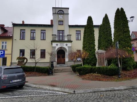 Gmina Piwniczna-Zdrój  – druga tura wyborów prezydenckich 2020, osiem okręgów do głosowania, 8 318 wyborców. Ilu piwniczan spełniło swój obywatelski obowiązek i przywilej i zagłosowało do godziny 12?
