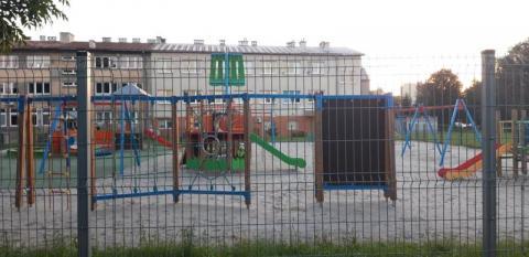 Plac zabaw widmo na ulicy Broniewskiego