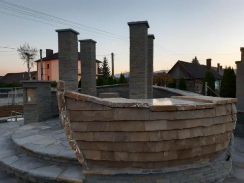 W Podegrodziu postawili kamienną łódź dla Papczyńskiego [WIDEO]