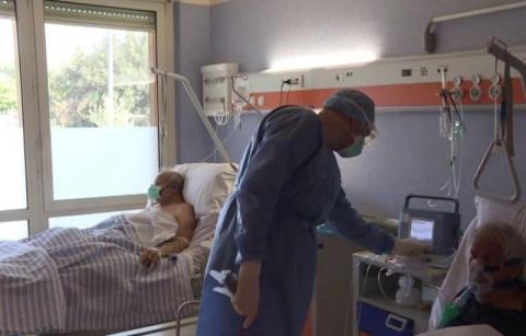 Ruszyła covidowa lawina. Czy wystarczy u nas miejsc szpitalach? Raport wojewody