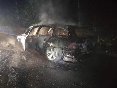 Ich samochód zaczął płonąć jak pochodnia