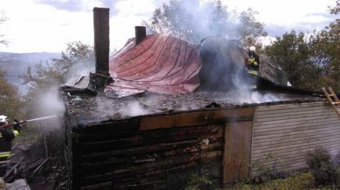 Pożar domu w Marcinkowicach. Sześcioosobowa rodzina została bez dachu nad głową