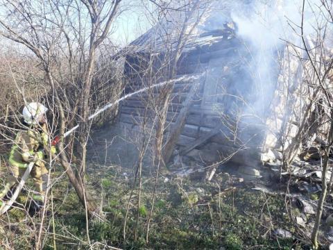 Grybów: stary drewniany budynek mieszkalny stanął w płomieniach