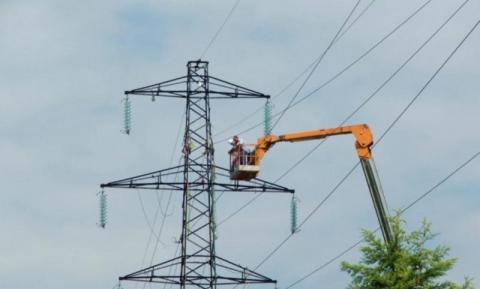 Wichura odcięła ludzi od prądu. Spustoszyła stacje transformatorowe