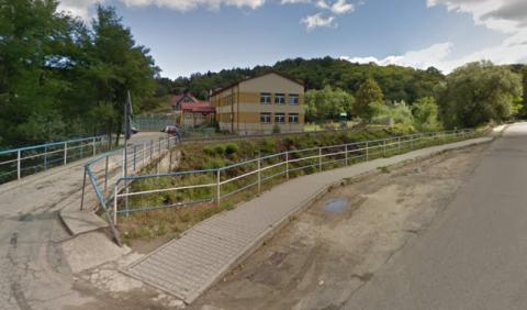 Jak wydostać się ze szkoły w Przydonicy? Sołtys pokazuje rozwiązanie