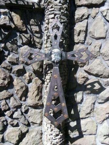 Krzyż wrócił na szlak chronić turystów w Beskidzie Sądeckim