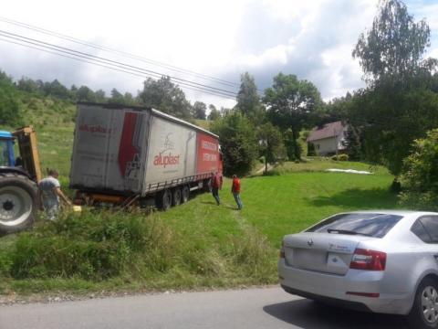 Komunikacyjna katastrofa przez zamknięty most na Kamienicy. Tir zablokował drogę
