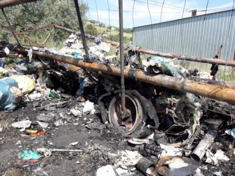 Ktoś spalił wóz do odbioru śmieci. Sucha Struga boi się kolejnych podpaleń