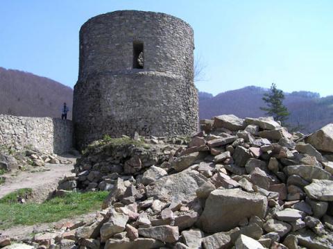 Rytro: Odbudowa zamku ruszyła pełną parą! [WIDEO]