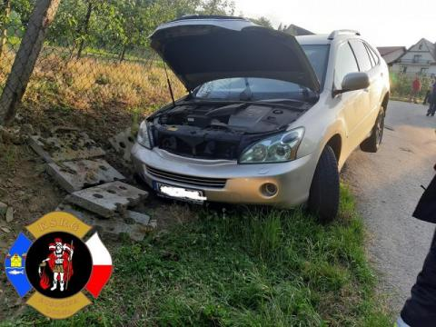 Samochód wypadł z drogi w Łososinie