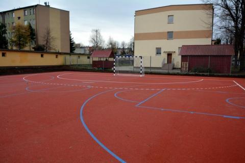 Nowe boisko w Zespole Szkół Samochodowych