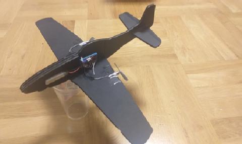 WOW! Ten samolot wybudował uczeń ósmej klasy! Maszyna ładuje się z gniazdka