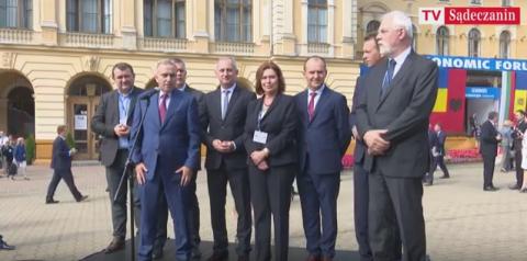 Grzegorz Schetyna w Krynicy: Polska nie ma drugiej nogi… Polityk liczył na kontynuowanie dobrej zmiany? [FILM]