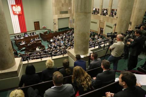 Sejm wyciąga ustawą z tarapatów zadłużonych i we frankach i w złotówkach
