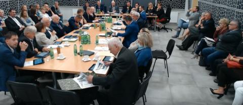 """Chełmiec: """"pajacowanie"""" na sesji a w roli główniej kolejne 8 milionów kredytu"""
