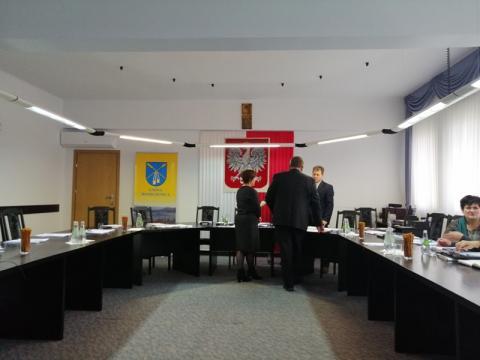 X sesja Rady Gminy Moszczenica: szkoły uratowane, działki przygotowane