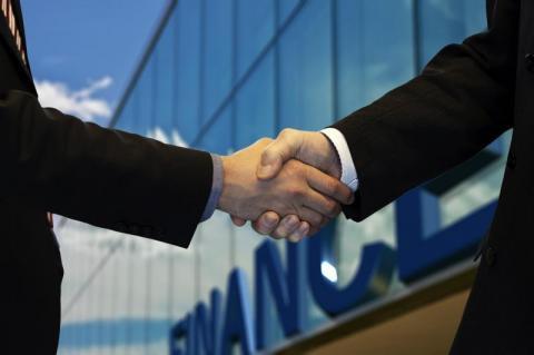 Śmieciówka kontra prawdziwy etat. Czy umowy zlecenia naprawdę są takie złe?