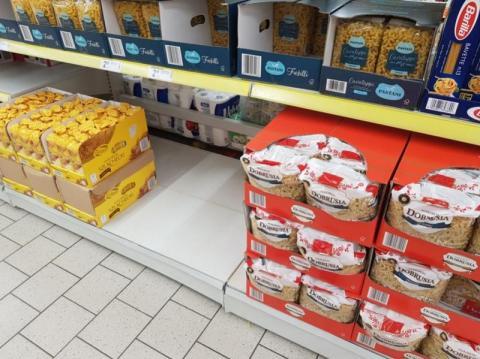 Auchan, Biedronka i Lidl gotowe na najgorszy scenariusz. Kiedy zamkną sklepy?