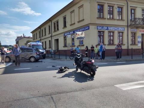 Wypadek z udziałem skutera w Nowym Sączu. Jedna osoba zabrana do szpitala