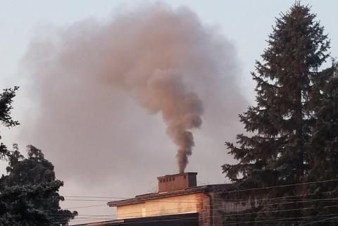 """Przy smogu nie powinno otwierać się lodowiska – alarmuje czytelnik """"Sądeczanina"""""""