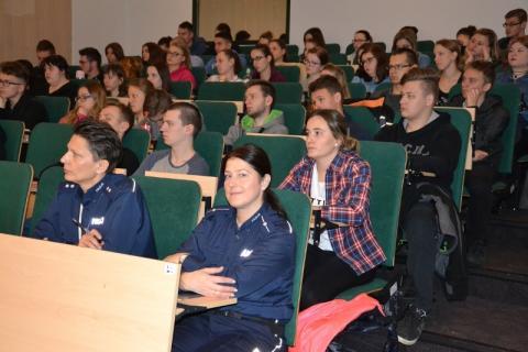 Polscy i holenderscy policjacjanci ostrzegali sądeckich studentów przed...