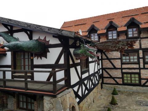 Biznesmen z Grybowa wybudował zamek, teraz chce otworzyć… średniowieczne SPA