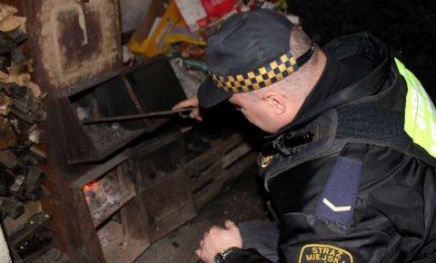 """Banał czy ostatnie ostrzeżenie przed """"łapanką""""? Władze znów apelują w sprawie palenia śmieci"""