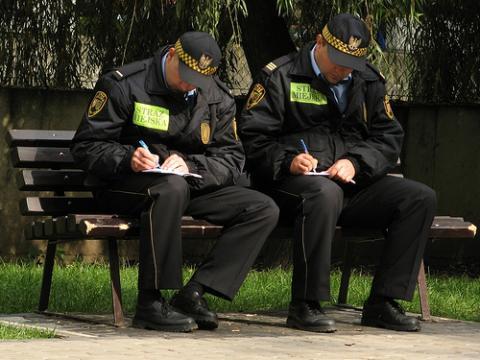 Nowy Sącz: Czy strażnicy miejscy znają języki obce? Komendant ręczy, że z każdym się dogadają
